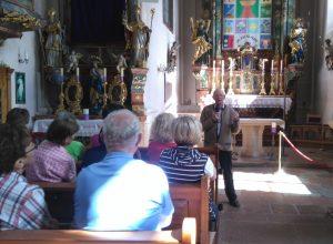 Bernhard Ponemayr bei der Kirchenführung (c)Sylvia Schober