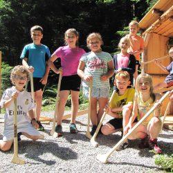 Kinder spielen bei der Station Plumpsklo (c)Sylvia Schober